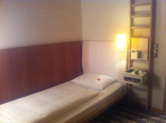 Bleibtreu Hotel: single room