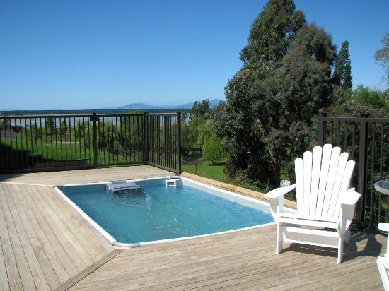 Cat's Pjamas Bed and Breakfast: Endless Pool with sea views