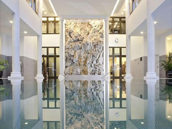 Kempinski Grand Hotel des Bains St. Moritz: Indoor Pool