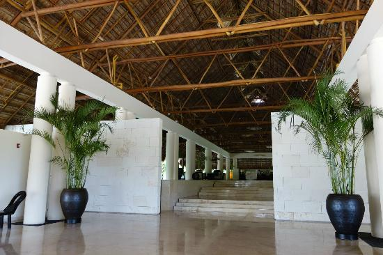 Blue Diamond Riviera Maya by BlueBay: Lobby