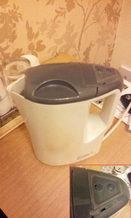 Park View House Hotel: Old kettle :(