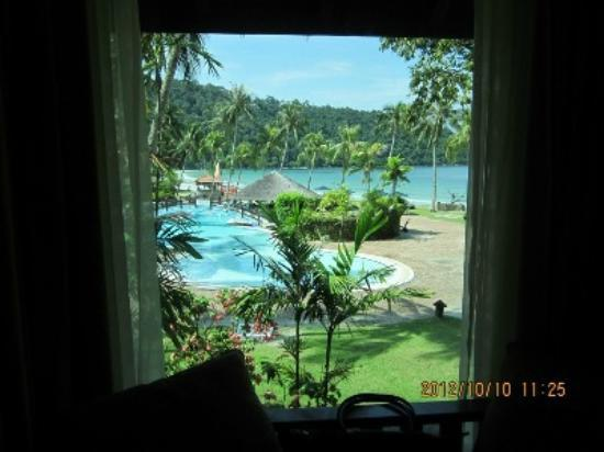 Pangkor Island Beach Resort: View from one of ocean wing room (our room)