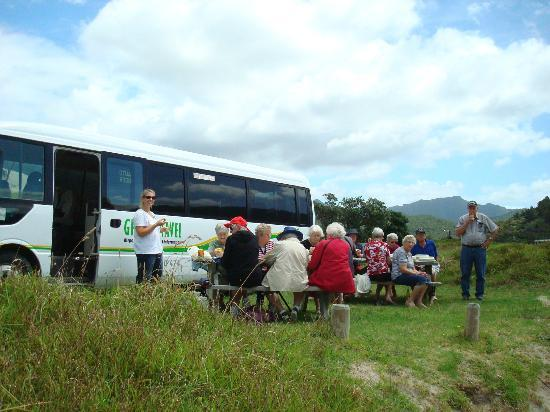 Go Great Barrier Island - Day Tours: Lunchtime in Paradise