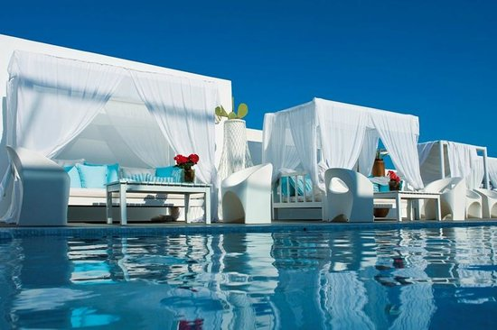 Aressana Spa Hotel and Suites: Cool Turqoise Waters