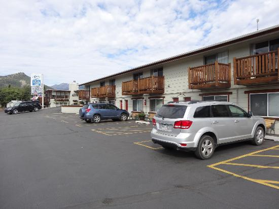 Alpine Trail Ridge Inn: Vorder Teil des Motels