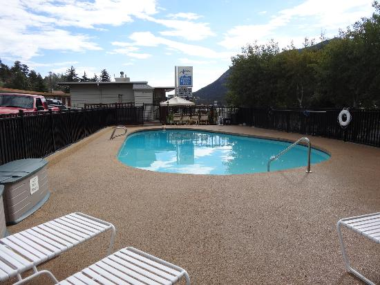 ‪‪Alpine Trail Ridge Inn‬: Geheizter Swimmingpool