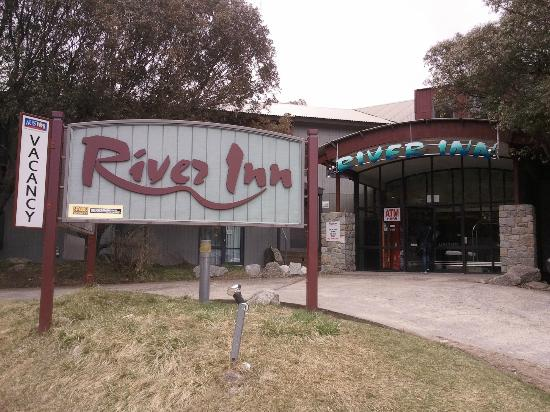 River Inn Resort: Front Entrance