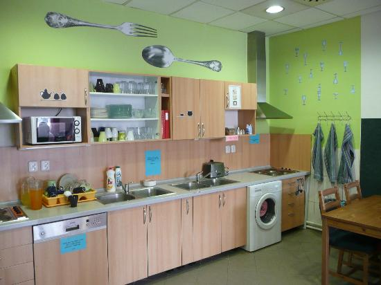 Hostel Downtown: Kitchen