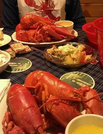 Gorham, เมน: 5 lobsters for 2!