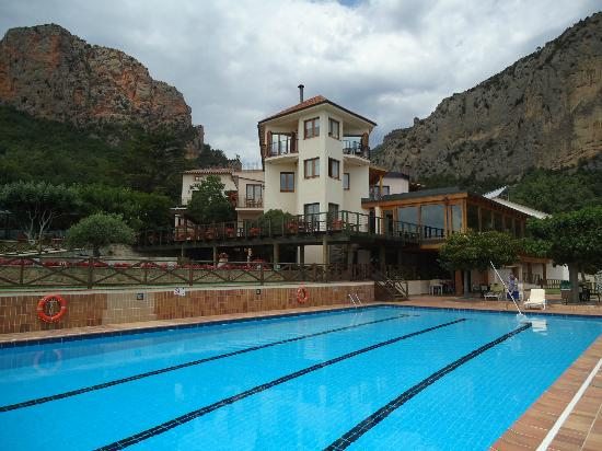 Can Boix de Peramola: Pool in heavenly surroundings