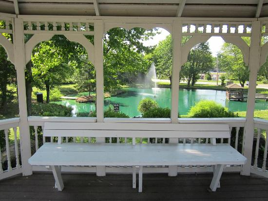BEST WESTERN Plus Concordville Hotel: view of pond from gazebo