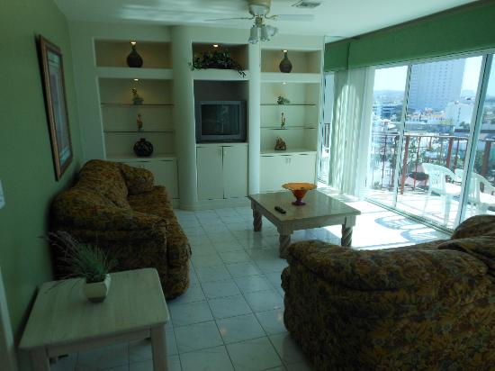 Rosarito Inn: Living Room - cable TV