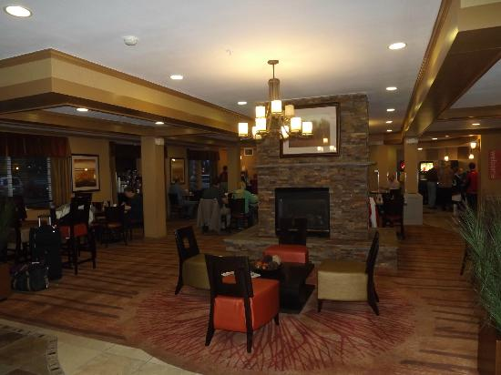 Comfort Suites Denver Tech Center: Breakfast area and lobby