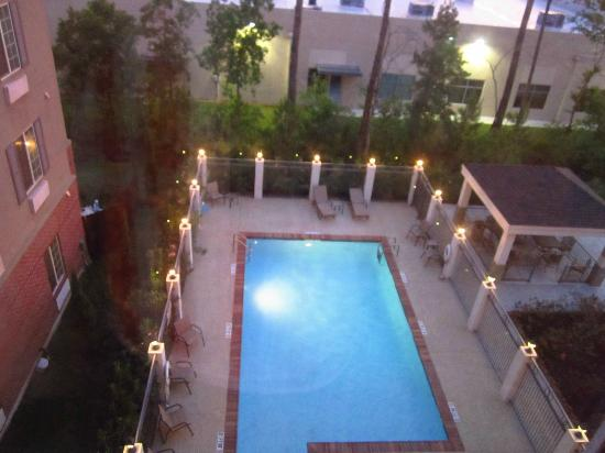 Candlewood Suites Houston, The Woodlands: View from my room, overlooking the pool and BBQ area