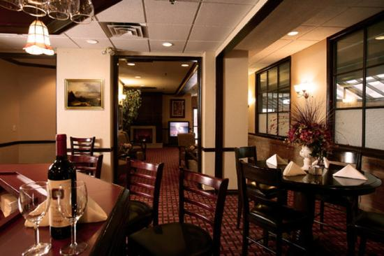 BEST WESTERN PLUS Toronto Airport Hotel: Savana Restaurant & Lounge