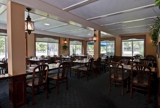 Blue Rock Golf Resort dining room