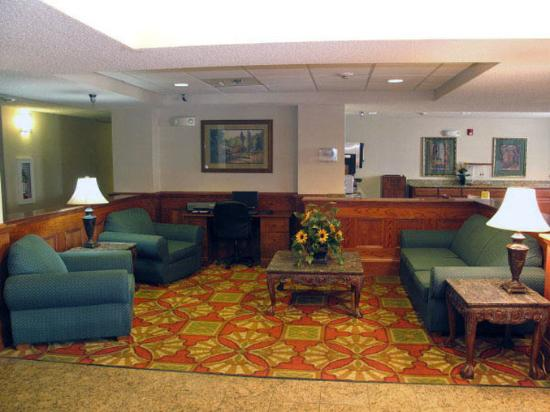 Quality Inn &amp; Suites: Main Lobby