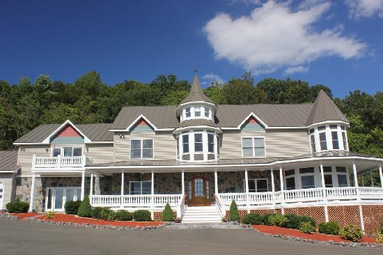 Harmony Manor Bed & Breakfast