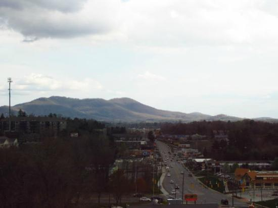 Homewood Suites by Hilton Asheville- Tunnel Road: mountain view from room