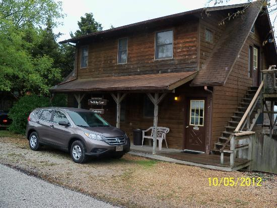 Arkansas White River Cabins: front of our cabin