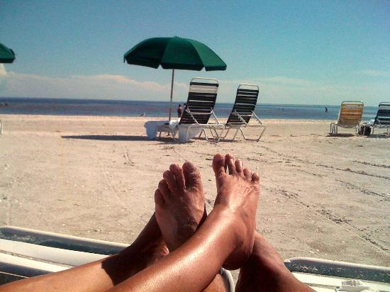 Sanibel Inn: Day At The Beach