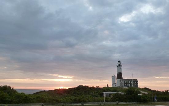 Hartman&#39;s Briney Breezes Motel: Sunrise at Montauk Lighthouse