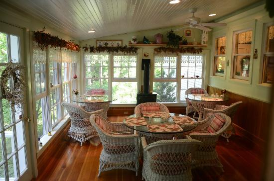 "Camden Maine Stay Inn: Breakfast ""Sunroom"""