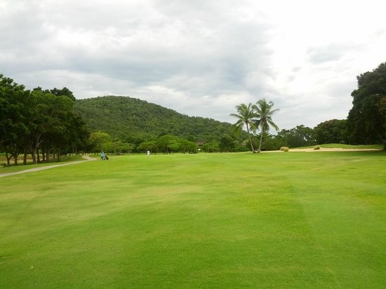 Palm Hills Golf Club & Residence: Fairways with nice scenery