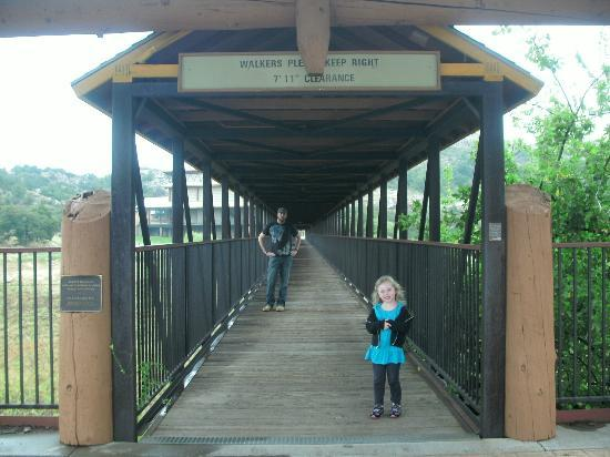 Quartz Mountain Resort Arts & Conference Center: covered bridge leading to hiking