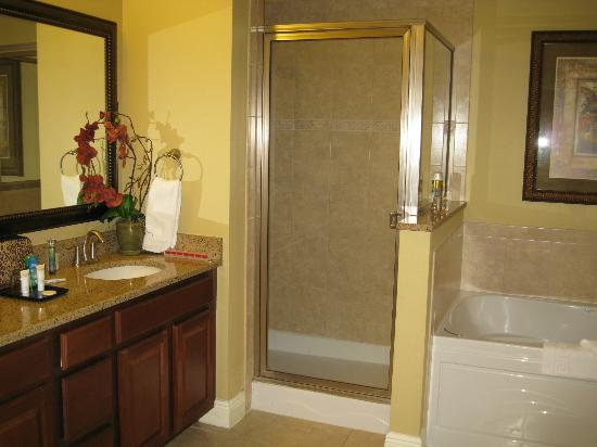 Lighthouse Key Resort and Spa: Master Bath #2