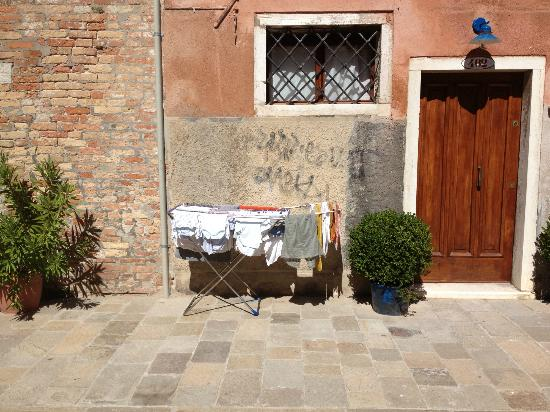 B&B Dorsoduro 461: Outside on street