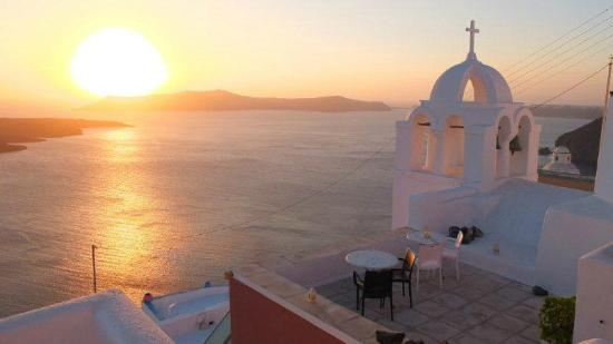 Aigialos Hotel: Sunset seen from the terrace