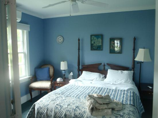 Bayberry House Bed &amp; Breakfast: our bedroom in the Wedgwood suite