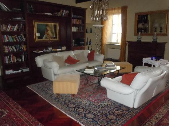 Hotel Villa Volpi: The library