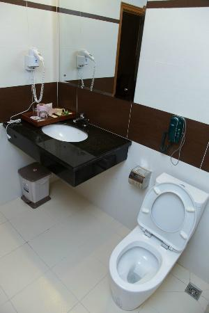 Asia Palace Hotel: Bathroom