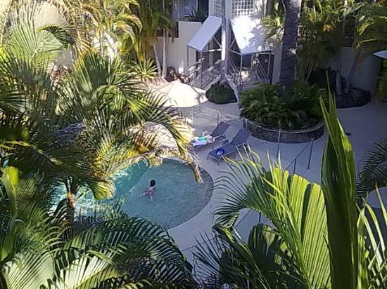 Noosa Tropicana: Pool Area with view from the room