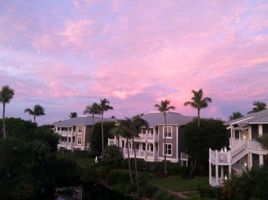 Sanibel Cottages Resort: sunrise over the Sanibel Cottages