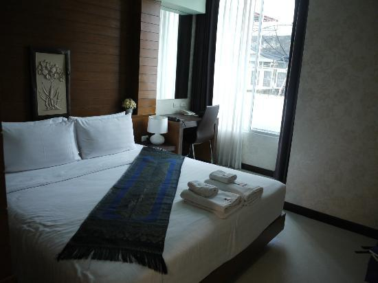 Ideal Hotel Pratunam: Clean and neat room