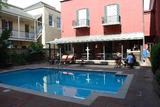 Le Richelieu in the French Quarter: Saltwater pool in courtyard