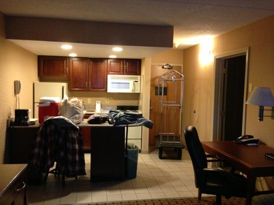 Comfort Inn &amp; Suites: Kitchen Area