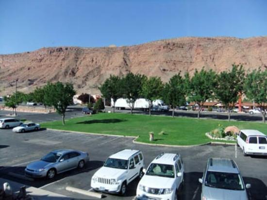 Moab Valley Inn: Vue sur le parc