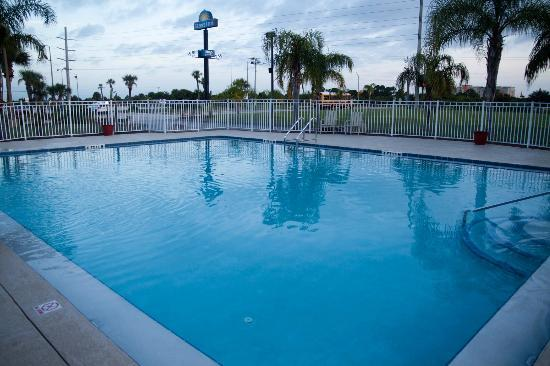 Quality Inn Kennedy Space Center: piscine