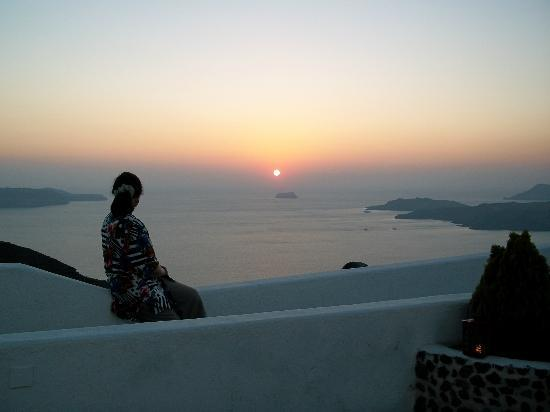 Villa Irini Studios: Marvelling at a Santorini sunset over the caldera