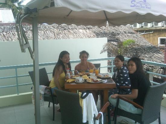 Shore Time Hotel Boracay: Breakfast at the Balcony