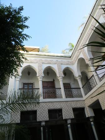 Riad Yasmine: Looking upwards from the courtyard area