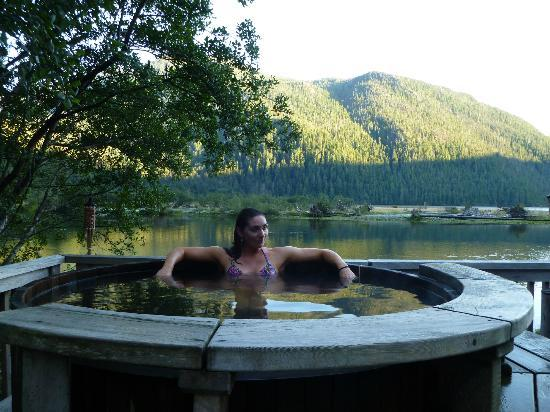 Clayoquot Wilderness Resort: hot tub
