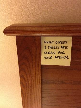 Hampton Inn and Suites Providence / Warwick Airport: A Post-It note on the headboard to remind us that duvets are clean