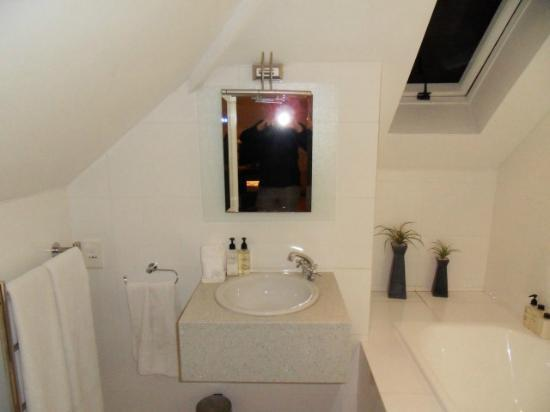Abbey Manor Luxury Guesthouse: Bathroom