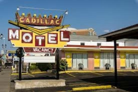 Cadillac Motel Near the Falls