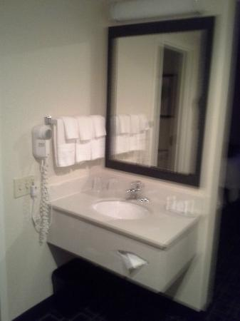 Fairfield Inn Boston/ Tewksbury: Bathroom vanity area